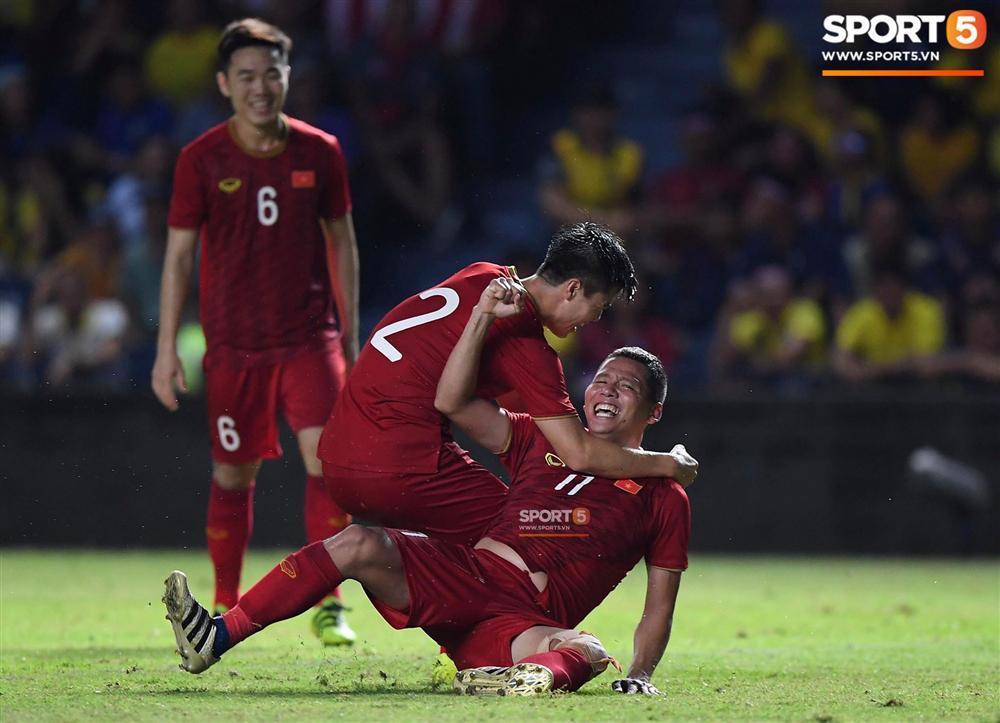 Bị chấn thương vẫn tham gia thi đấu rồi ghi bàn thắng, tiết lộ mới đây của lão tướng Anh Đức khiến nhiều người vừa thương vừa nể-1