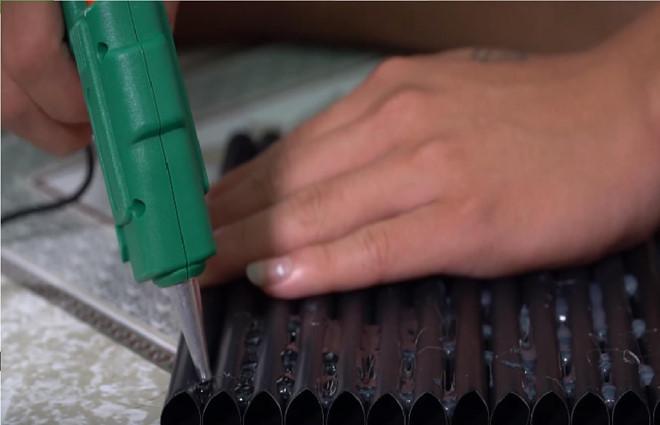 Làm nhà bằng 5.000 ống hút, vlogger bị chê tận cùng của thiếu ý thức-3