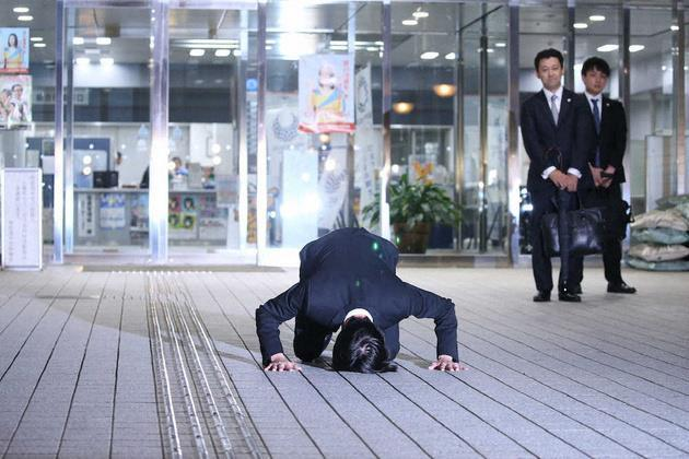 Thần tượng Nhật Bản cúi dập đầu xin lỗi, giải nghệ sau scandal ma túy-1