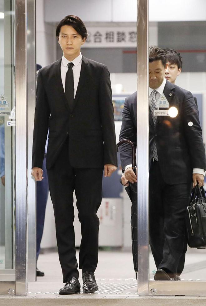 Thần tượng Nhật Bản cúi dập đầu xin lỗi, giải nghệ sau scandal ma túy-2