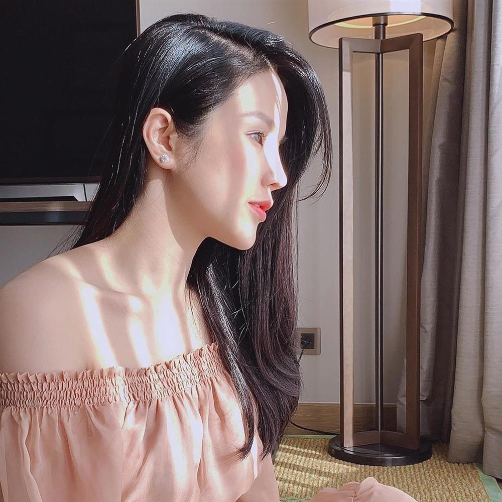 Đàm Thu Trang than mặt tròn vì lên cân khiến nghi án bầu bí càng có thêm cơ sở tin cậy-2
