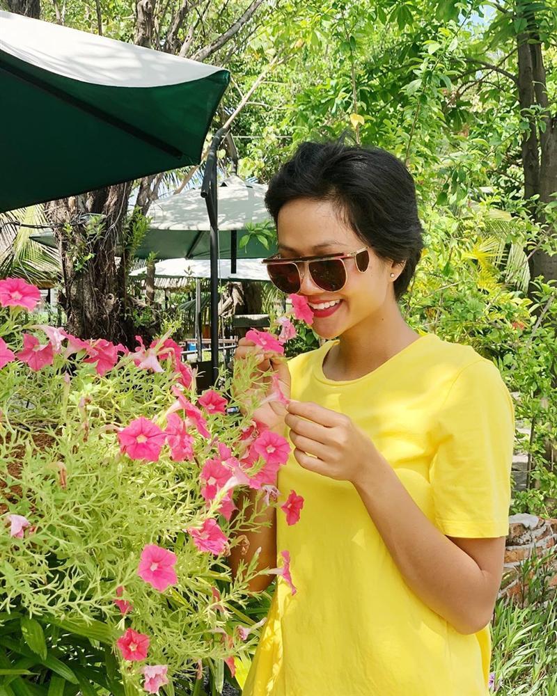 Bản tin Hoa hậu Hoàn vũ 8/6: Tóc tém là thương hiệu của HHen Niê nhưng có vẻ cô ấy đang dần mất chất-1