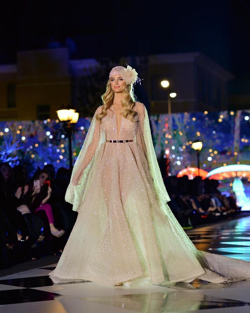 Lộ diện tiên nữ giáng trần trực tiếp đe dọa khả năng intop của Hoàng Thùy tại Miss Universe 2019-10