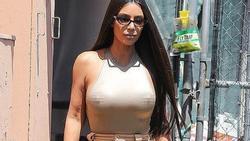 Kim Kardashian gây tranh cãi khi không mặc nội y dạo phố