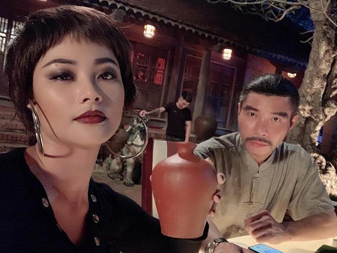 Huyền Thạch: Mệt mỏi vì bị chê tạo dáng phản cảm trên truyền hình-1