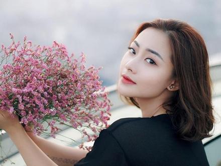 Huyền Thạch: 'Mệt mỏi vì bị chê tạo dáng phản cảm trên truyền hình'