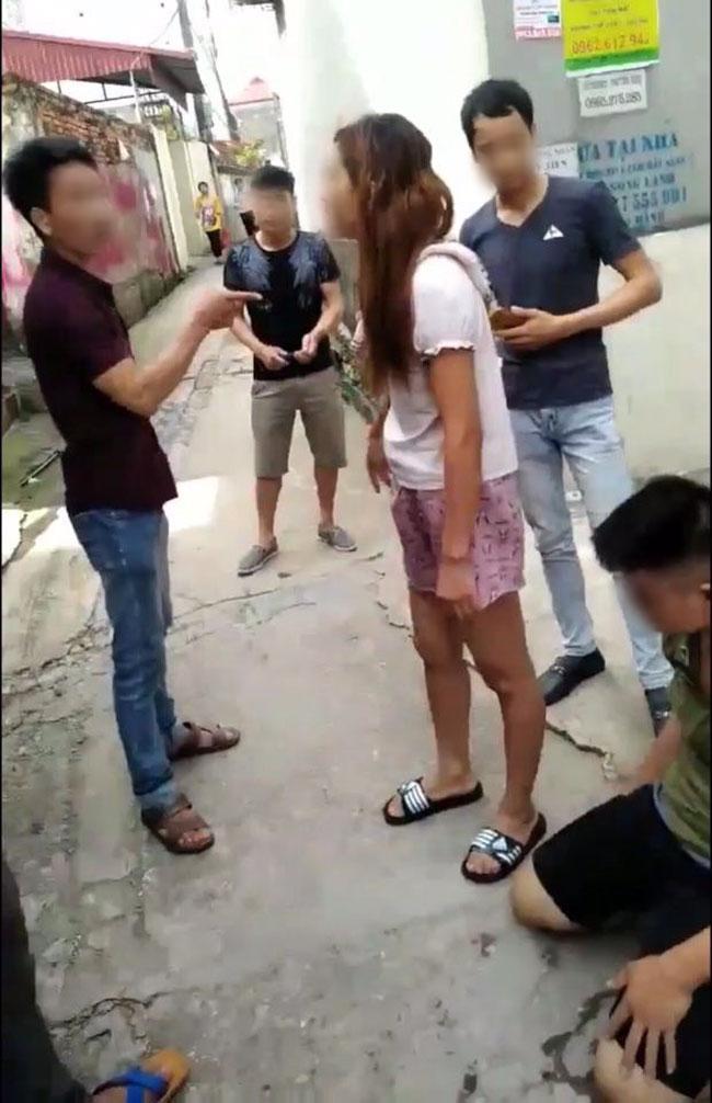 Câu chuyện cuối tuần: KINH HOÀNG nhìn cánh tay bác bảo vệ bị thanh niên vác mã tấu CHÉM BAY ra đường-5