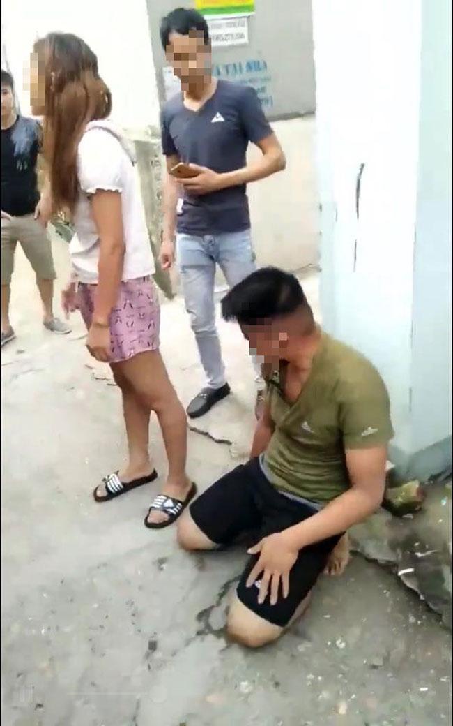 Câu chuyện cuối tuần: KINH HOÀNG nhìn cánh tay bác bảo vệ bị thanh niên vác mã tấu CHÉM BAY ra đường-6