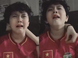 Con trai Tim - Trương Quỳnh Anh khóc như mưa khi tuyển Việt Nam hụt ngôi vô địch King's Cup 2019