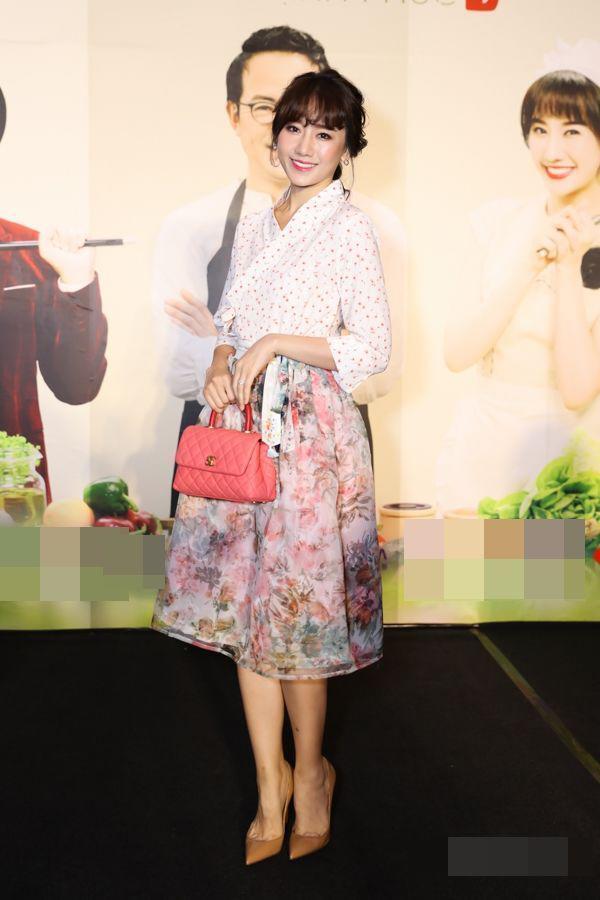 SAO MẶC XẤU: Ngọc Trinh gây tranh cãi vì bộ đồ na ná bikini đi sự kiện - Hari Won bị chê style như bà thím-3