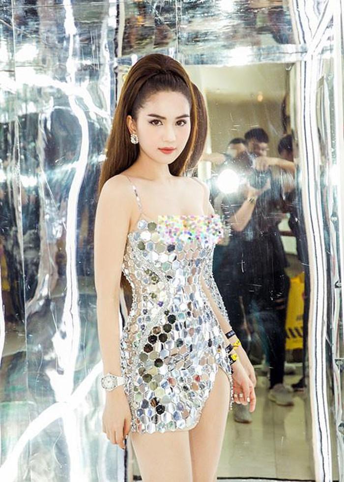 Người Hàn mắng, đề nghị xử phạt Ngọc Trinh mặc thô tục tại Cannes-13