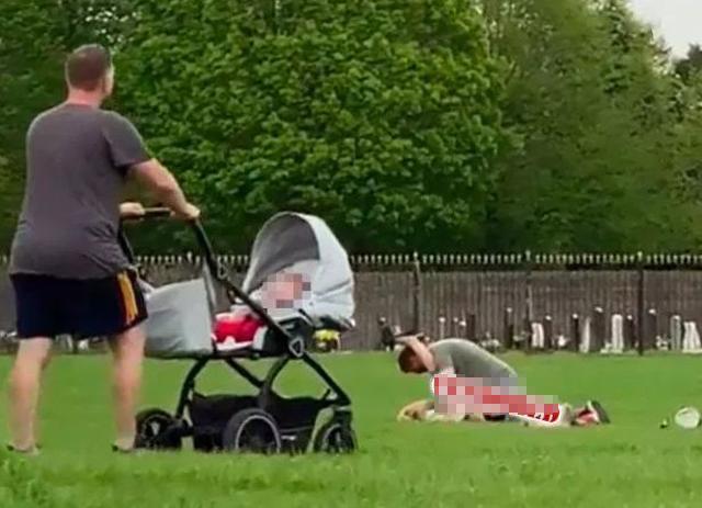 Rủ nhau ra công viên hành sự, cặp nam nữ gây sốc khi thản nhiên làm chuyện người lớn dù xung quanh có rất nhiều trẻ em-3
