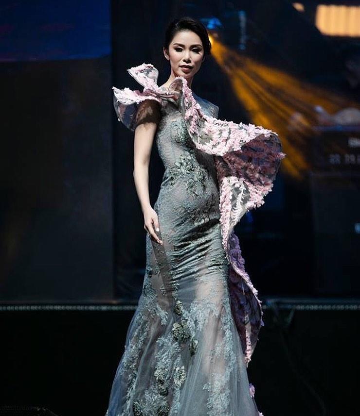 Bản tin Hoa hậu Hoàn vũ 9/6: Hoàng Thùy lên đồ xuất sắc, chẳng cần hở cũng chặt đẹp đối thủ Indonesia-4