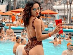 Phương Trinh Jolie phô diễn thân hình phồn thực 'đốt cháy' bể bơi tại Mỹ