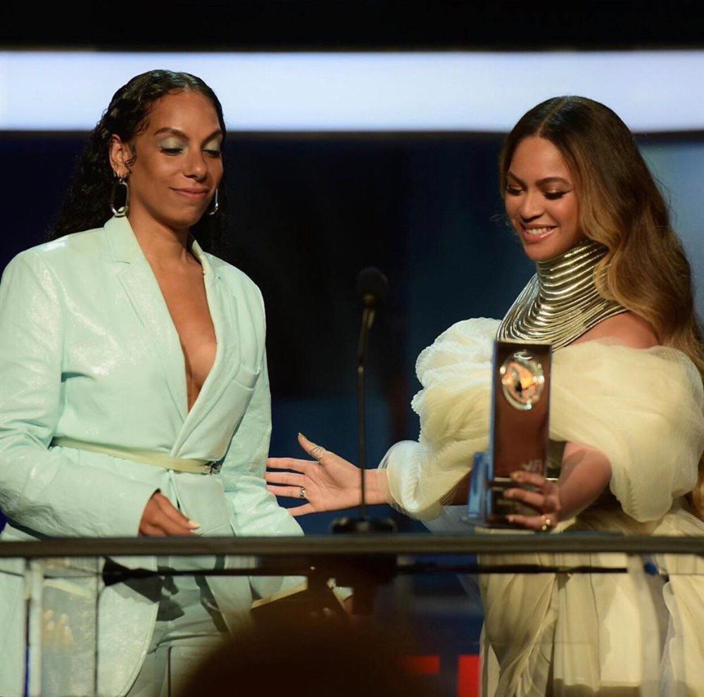 NTK Ngô Mạnh Đông Đông: Không biết là làm phụ kiện cho Beyoncé cho đến khi công bố-4