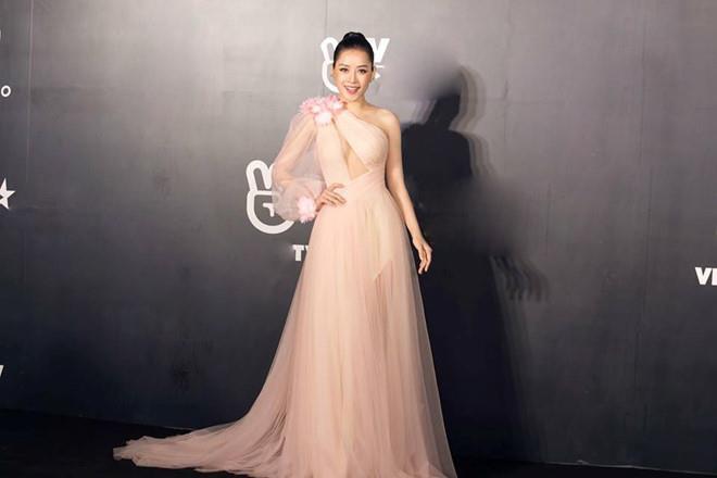 Chi Pu nhiều lần gây tranh cãi vì trang phục giống nhà mốt quốc tế-7