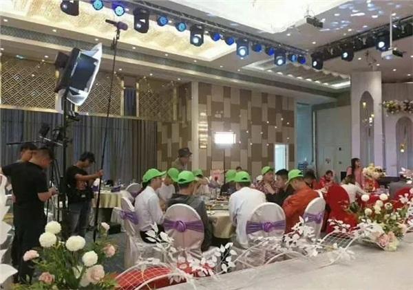 Chuyện như đùa: Cả đoàn người yêu cũ đội mũ đồng phục đến dự đám cưới để tố cô dâu-2