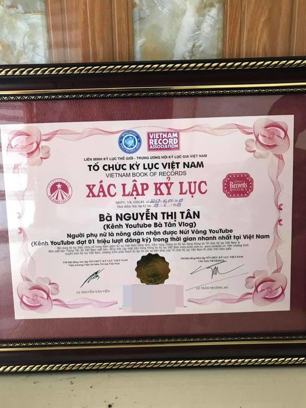 Bà Tân Vlog tiếp tục được ghi danh vào Tổ chức kỷ lục Việt Nam-3