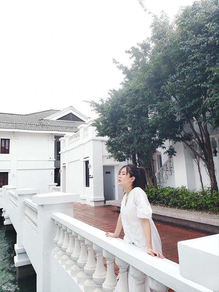 Vắng bạn trai Quang Hải, Nhật Lê tình tứ ôm eo Quang Trung song ca bài tủ Mình yêu nhau từ kiếp nào-10