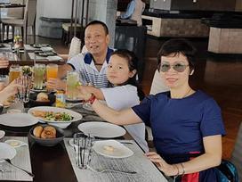 Sau nhiều năm kín như bưng, MC Lại Văn Sâm bất ngờ khoe ảnh bà xã trên trang cá nhân