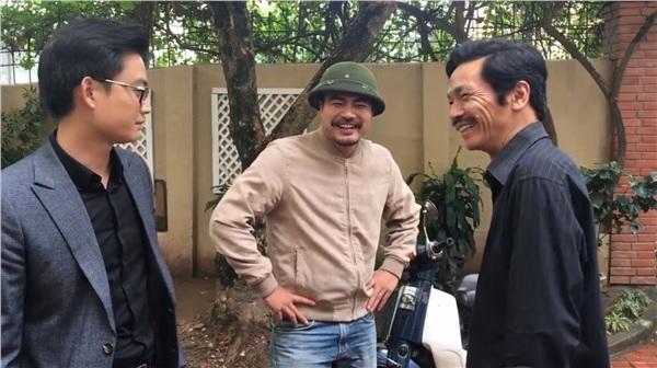 Hậu trường phim Về Nhà Đi Con: Huệ cổ vũ ông Sơn tát Khải thật mạnh-2