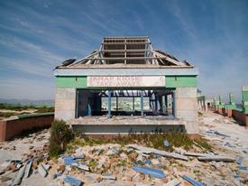 Khu nghỉ dưỡng xinh đẹp trở nên hoang tàn như 'ngày tận thế'