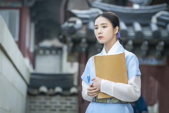 Mỹ nhân mặt đơ Shin Se Kyung đẹp thoát tục trong phim cổ trang mới-1