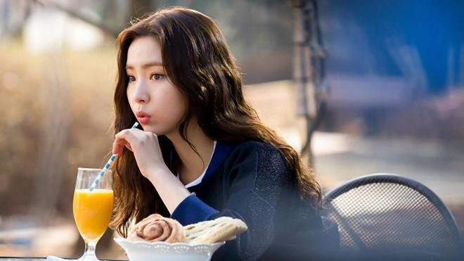 Mỹ nhân mặt đơ Shin Se Kyung đẹp thoát tục trong phim cổ trang mới-7
