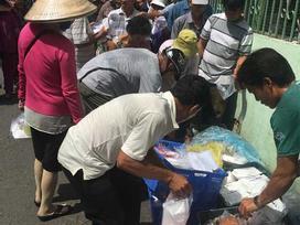 Người đàn ông 5 năm làm từ thiện ở BV Ung Bướu: 'Tôi sống ở khu này trên 30 năm rồi, chưa thấy ai phát cơm miễn phí mà bị đánh'