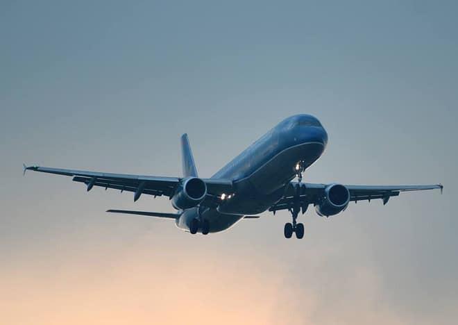 Em bé 2 tuổi hôn mê, máy bay Vietnam Airlines hạ cánh khẩn cấp sau 15 phút bay-1