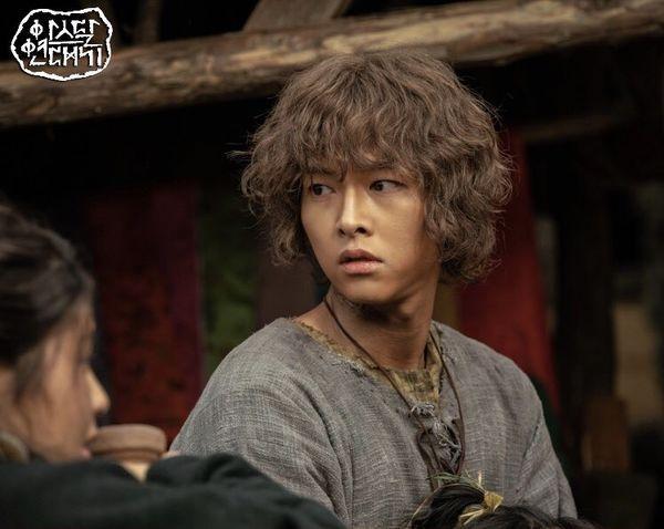 Mặc tranh cãi đạo nhái, phim mới của Song Joong Ki cán mốc rating cao nhất-1