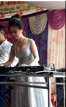 CLIP chất đừng hỏi: Cô dâu lộ vòng một căng tròn, làm DJ cho cả quan viên hai họ quẩy tung chảo-2