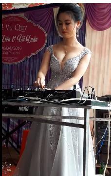 CLIP chất đừng hỏi: Cô dâu lộ vòng một căng tròn, làm DJ cho cả quan viên hai họ quẩy tung chảo-1