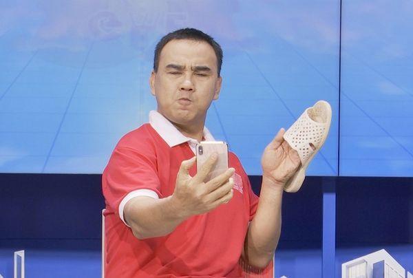 Khác nhau hoàn toàn ai dè HHen Niê và MC Quyền Linh lại có chung sở thích thời trang kỳ lạ này-6