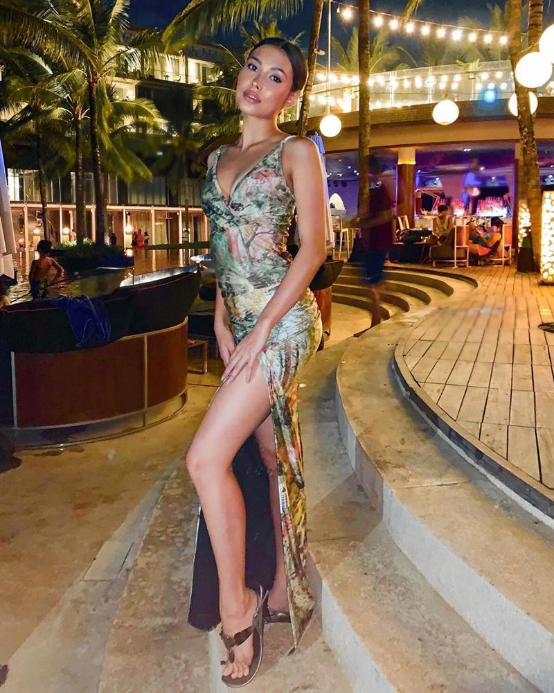 Gợi cảm hơn sau tăng cân nhưng Hoàng Thùy vẫn chưa đủ bốc lửa khi so kè thí sinh Miss Universe 2019-10