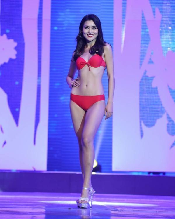 Gợi cảm hơn sau tăng cân nhưng Hoàng Thùy vẫn chưa đủ bốc lửa khi so kè thí sinh Miss Universe 2019-6