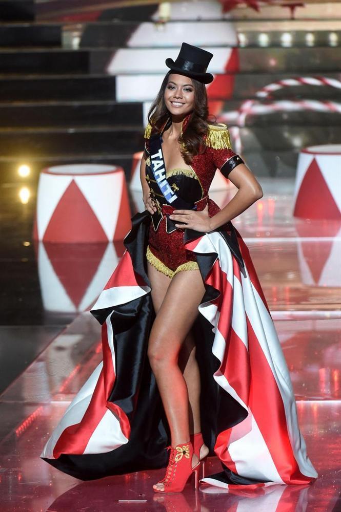 Gợi cảm hơn sau tăng cân nhưng Hoàng Thùy vẫn chưa đủ bốc lửa khi so kè thí sinh Miss Universe 2019-9