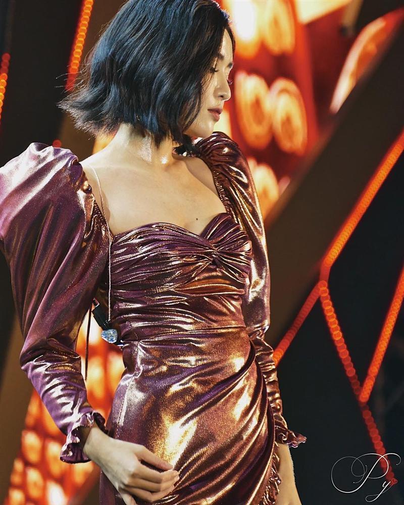 Sao Việt lăng-xê váy áo tay bồng lực sĩ: Chi Pu bị chê cô bé đô con - Bích Phương, Hồ Ngọc Hà lại được khen tới tấp-5