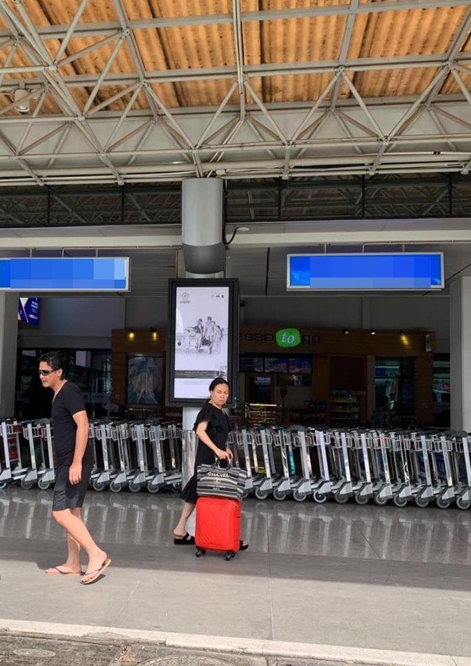 Quách Ngọc Ngoan - Phượng Chanel diện đồ đôi ở sân bay nhưng chẳng khác nào người dưng ngược lối-1