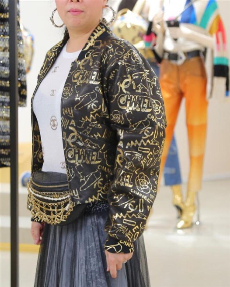 Phượng Chanel phản cảm và kém sang vì lộ nội y dù diện cả cây hàng hiệu-3