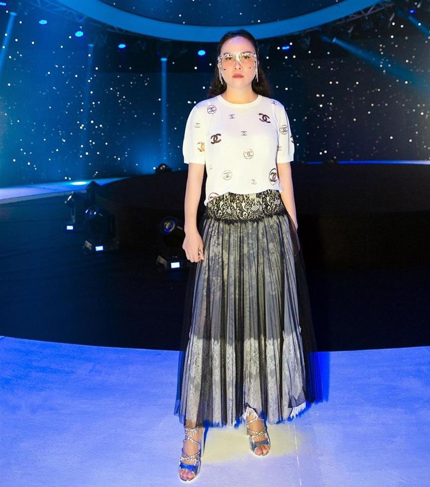 Phượng Chanel phản cảm và kém sang vì lộ nội y dù diện cả cây hàng hiệu-6