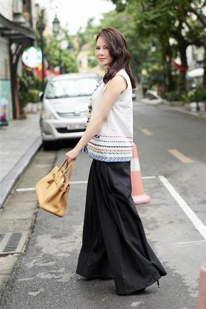 U50 trông sẽ chỉ như tuổi băm nếu áp dụng bí quyết thời trang của Mrs Vietnam 2018 Trần Hiền-6