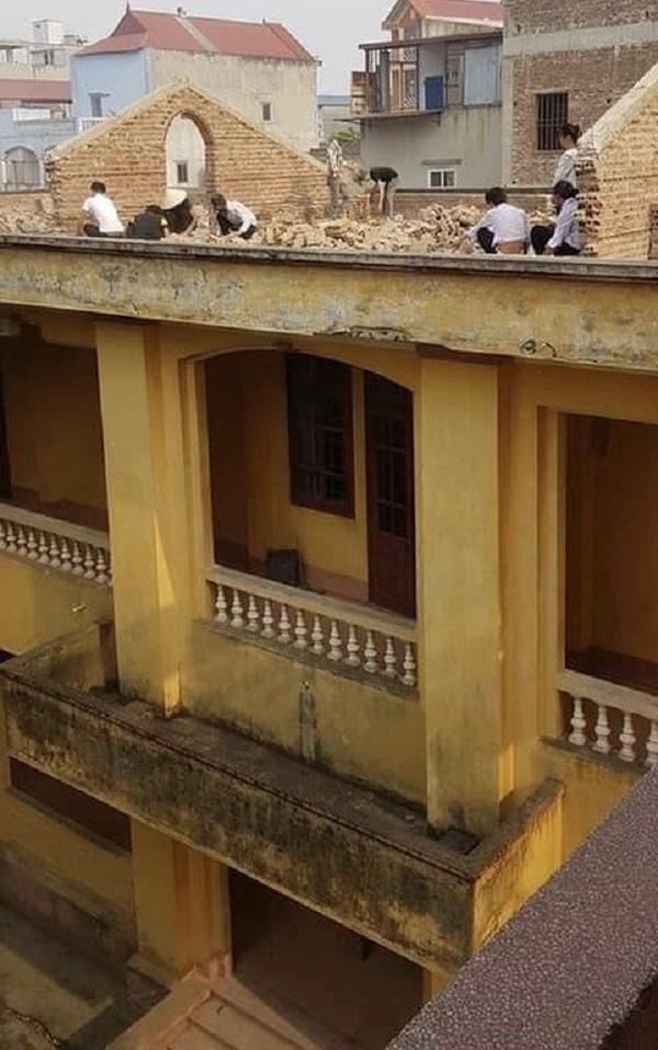 Học sinh bị phạt đẽo gạch trên sân thượng giữa trời nắng 40 độ C khiến MXH phẫn nộ-1
