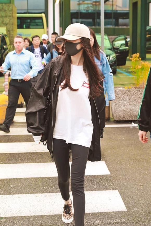 Fan đứng hình không nhận ra Dương Mịch khi cô đổi kiểu tóc, xuất hiện với style cực ngầu tại Milan-5