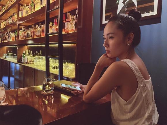 Ở tuổi 35, Phương Linh khoe vòng ba khủng với bikini đứng tắm dưới vòi sen ngoài trời-5
