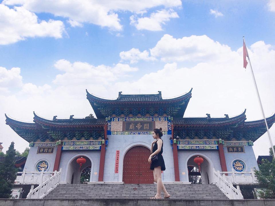 Chỉ với 1,5 triệu đồng, gái xinh xuất ngoại Trung Quốc, muốn mua gì có nấy, tha hồ sắm sửa-9