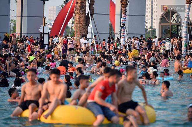 CLIP SHOCK: Chỉ 3 ngày sau khai trương, một bé trai bị đuối nước nghiêm trọng tại Công viên nước Thanh Hà-3