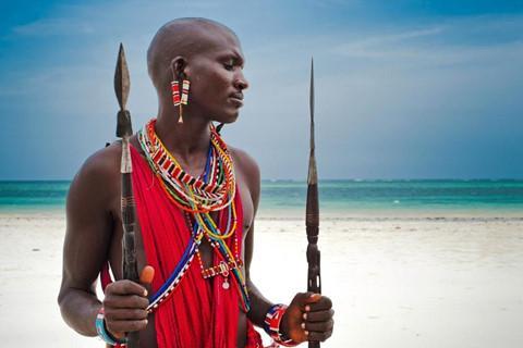 Kỳ lạ nơi ai cũng thay đổi diện mạo bằng cạo trọc đầu, kéo dài tai-2