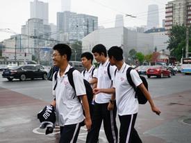 Cha mẹ Trung Quốc chi bạo mua nhà cho rich kid đi du học