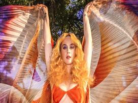 Vận 'flop sấp mặt' không còn theo Katy Perry: 'Never Really Over' debut thành công khiến giới phê bình vui mừng!